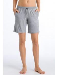 Pantalón corto moderno y...